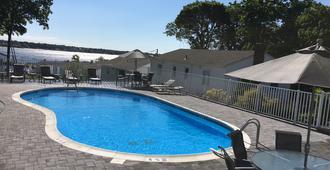 Colonial Shores Resort - Hampton Bays - Piscina