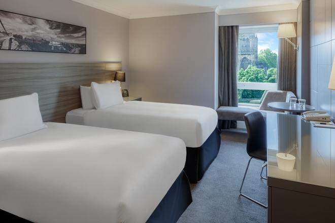 DoubleTree by Hilton Bristol City Centre - Бристоль - Спальня