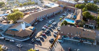 Hyannis Plaza Hotel - Hyannis - Building
