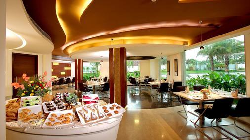 Flora Airport Hotel - Kochi - Food