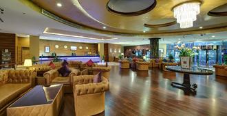 Cassells Al Barsha Hotel - דובאי - טרקלין