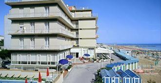 Hotel President's - פזארו - בניין