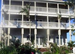 A Stone's Throw Away - Nassau - Gebäude