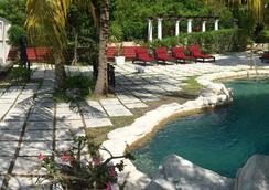 一箭之遙酒店 - 拿騷 - 拿騷 - 游泳池