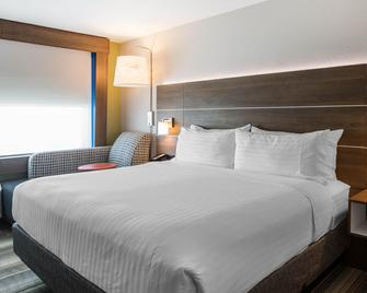 Holiday Inn Express & Suites Ludington - Ludington - Bedroom