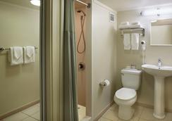 アンバサダー ホテル ワイキキ - ホノルル - バスルーム