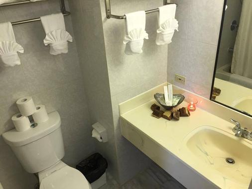 The Palms - Tamuning - Bathroom