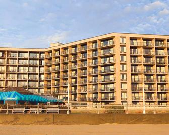 Surfbreak Oceanfront Hotel Ascend Hotel Collection - Virginia Beach - Building