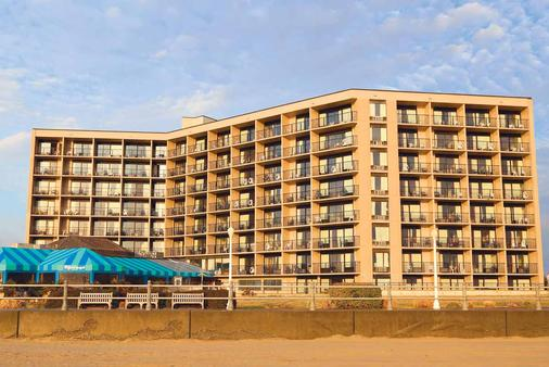 Surfbreak Oceanfront Hotel - Virginia Beach - Rakennus