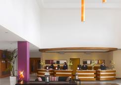 Radisson Blu Hotel, Dublin Airport - Cloghran - Lobby
