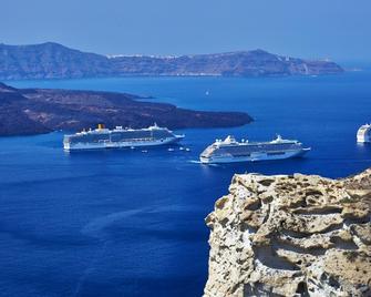 Volcano View Hotel Santorini - Thera - Outdoors view