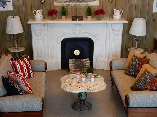 South Broadway Inn and Spa - Saratoga Springs - Phòng khách