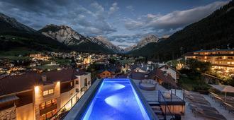 Excelsior Dolomites Life Resort - San Vigilio di Marebbe - Piscina