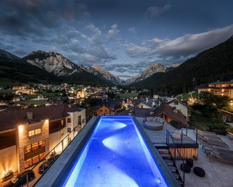 Excelsior Dolomites Life Resort - San Vigilio di Marebbe - Pool