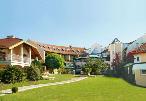 Columbia Hotel Bad Griesbach - Bad Griesbach - Building