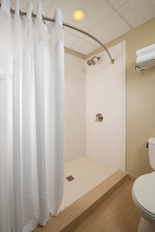 Holiday Inn Express & Suites Pittsburgh West - Green Tree - Πίτσμπεργκ - Μπάνιο