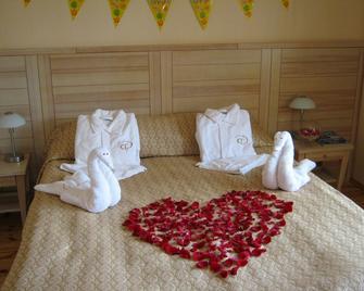 Seasons Spa Boutique Hotel - Kozyn - Bedroom