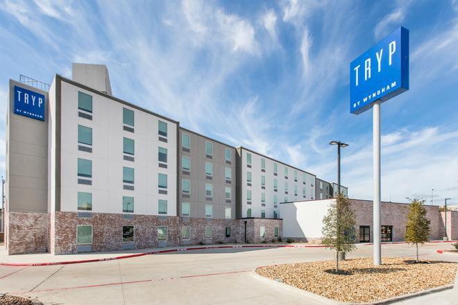 TRYP by Wyndham College Station - College Station - Building