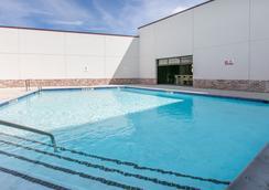 學院站溫德姆特萊普飯店 - 大學城 - 游泳池