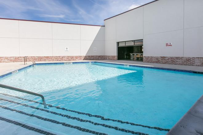 TRYP by Wyndham College Station - College Station - Pool