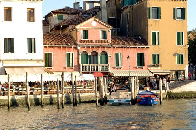 Hotel Canal - Venice - Building
