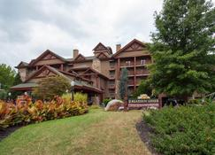 Bearskin Lodge on the River - Gatlinburg - Building
