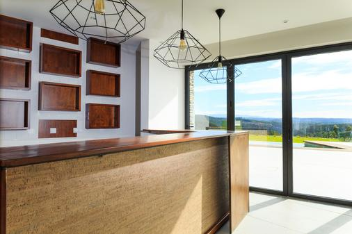 Enigma - Nature & Water Hotel - Sao Teotonio - Rezeption