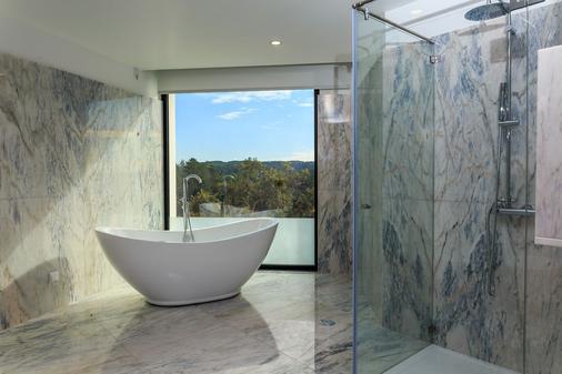 Enigma - Nature & Water Hotel - Sao Teotonio - Bad