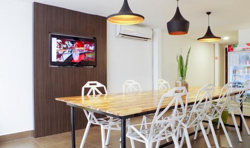 Sla Boutique Hostel - Phnom Penh - Dining room