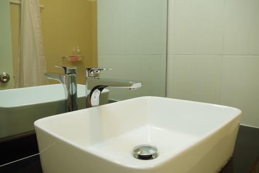 Sla Boutique Hostel - Phnom Penh - Bathroom