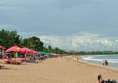 威娜假日別墅酒店 - 庫塔 - 登巴薩 - 海灘