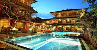 Wina Holiday Villa - Denpasar - Pool