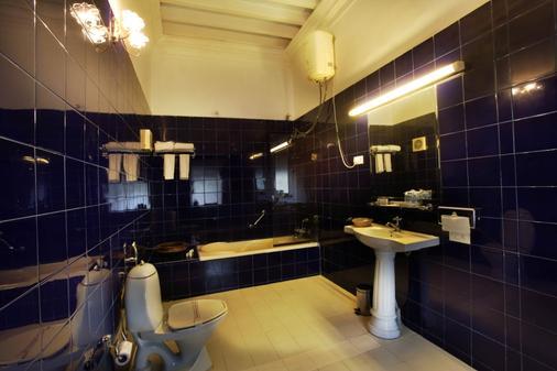 Jayamahal Palace Hotel - Thành phố Bangalore - Phòng tắm