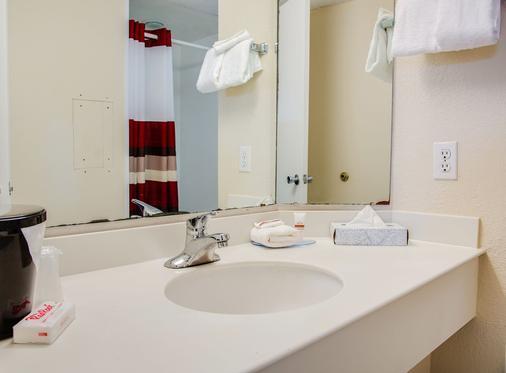 Red Roof Inn Tampa Bay - St. Petersburg - Saint Petersburg - Phòng tắm