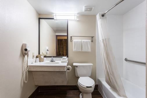 克利爾沃特機場紅屋頂酒店 - 清水 - 克利爾沃特 - 浴室
