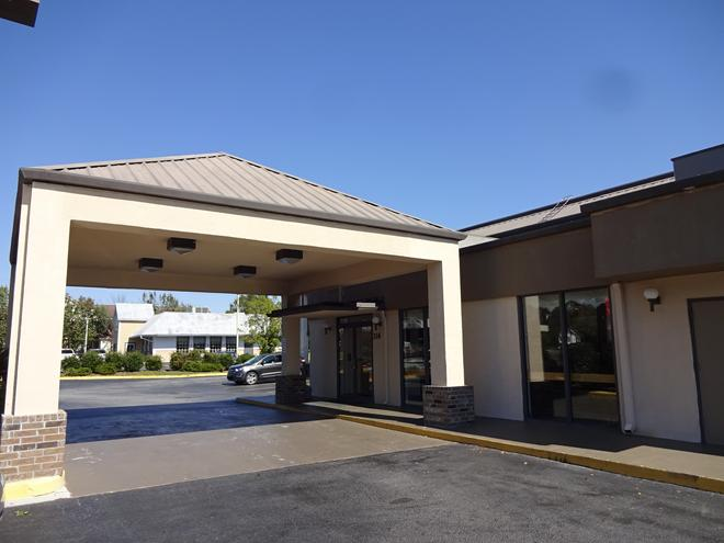 Red Roof Inn & Suites Statesboro - University - Statesboro - Rakennus
