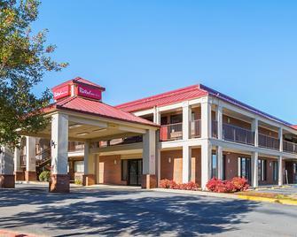 Red Roof Inn & Suites Scottsboro - Скоттсборо - Building