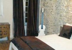 Hôtel de l'Ecu - Saint-Amand-Montrond - Bedroom