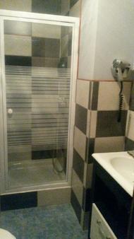 Hôtel de l'Ecu - Saint-Amand-Montrond - Bathroom
