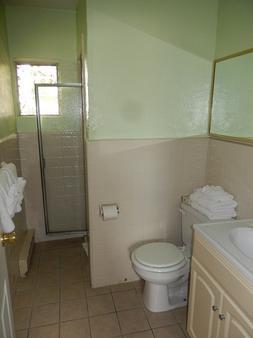 Sifting Sands Motel - Ocean City - Bathroom