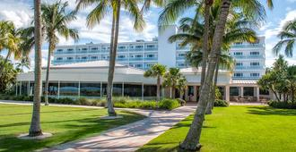 Naples Beach Hotel and Golf Club - Naples - Building