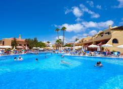 塔戈洛家庭樂趣阿德赫海岸酒店 - 阿德杰 - 阿德赫 - 游泳池